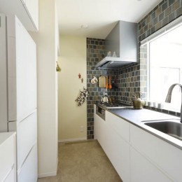 耐震x温熱xスケルトンリフォーム (中庭を眺めながらお料理できるキッチン)