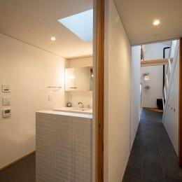 蒲郡 旭町の家 (廊下-洗面脱衣トイレ)