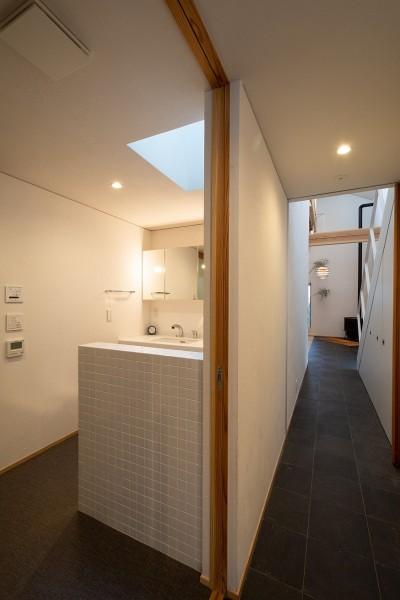 廊下-洗面脱衣トイレ (蒲郡 旭町の家)