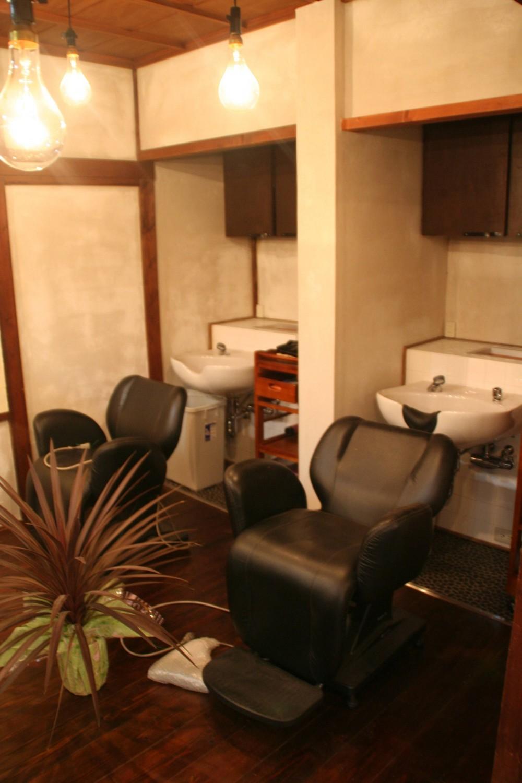 【摂津市 店舗】純和風の古民家の特長を最大活用しリノベーション (シャンプー室)