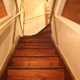 【摂津市 店舗】純和風の古民家の特長を最大活用しリノベーション (階段)