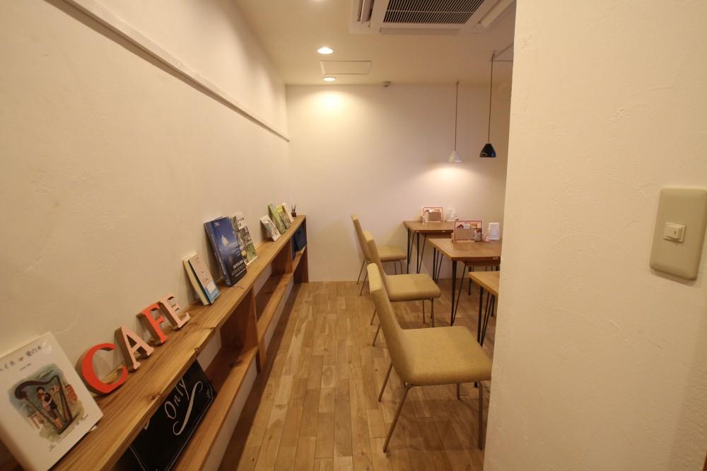 【大阪市 店舗】女性オーナーの雰囲気いっぱいのカフェ (通路)