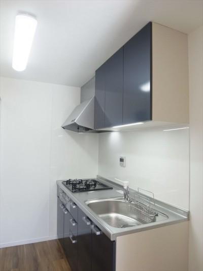 キッチン (白を基調に空間を広く)