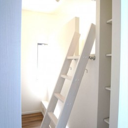 白を基調に空間を広く (子供部屋)