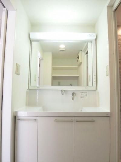洗面 (白を基調に空間を広く)