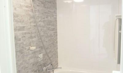 白を基調に空間を広く (バスルーム)