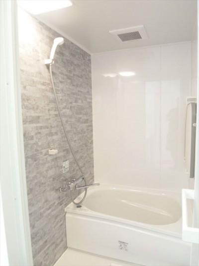 バスルーム (白を基調に空間を広く)