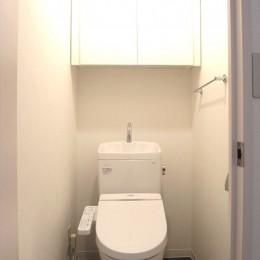 白を基調に空間を広く (トイレ)