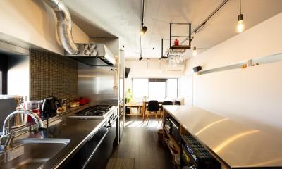お料理やお酒、それぞれの『好き』を楽しむ家 (キッチン)