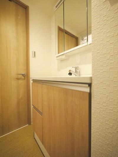洗面室 (肌で感じる機能性クロス)