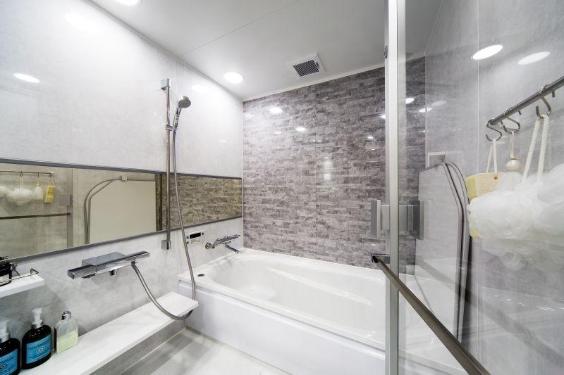 動線にこだわったホテルライクな住まい (浴室)