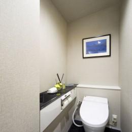 動線にこだわったホテルライクな住まい (トイレ)