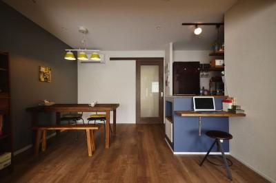 キッチン (T邸_シックな空間が家族の時間を包む)