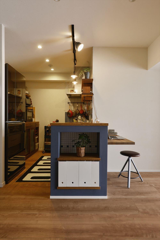 T邸_シックな空間が家族の時間を包む (キッチン)