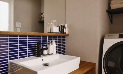 洗面|T邸_シックな空間が家族の時間を包む