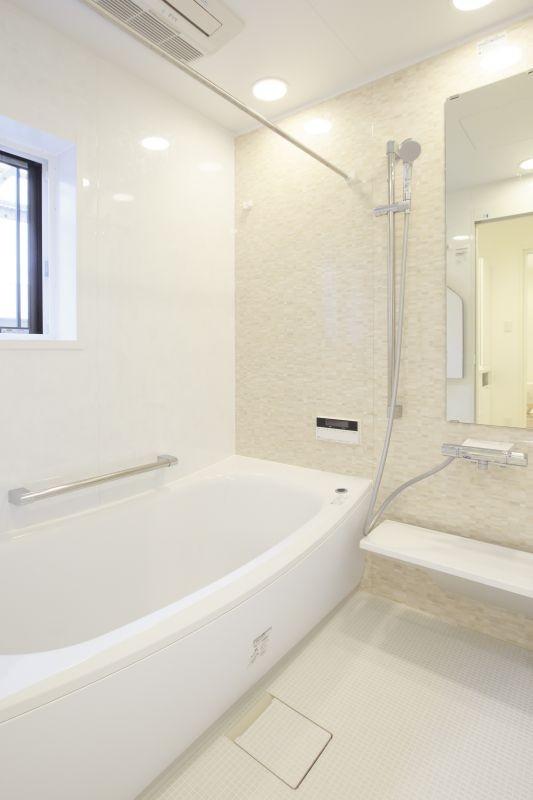 イメージが形となったフレンチクラシックの明るいお家 (浴室)