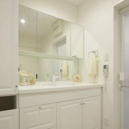 イメージが形となったフレンチクラシックの明るいお家 (洗面室)