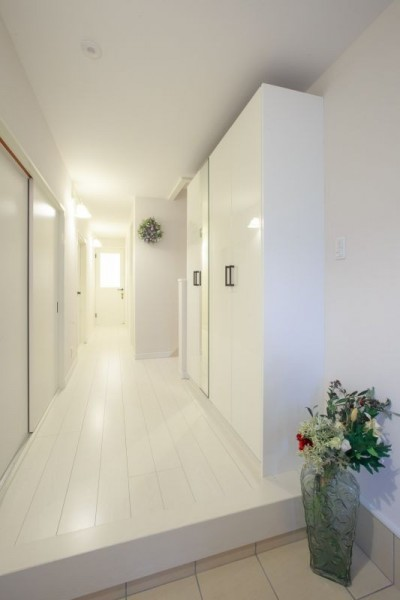 玄関 (イメージが形となったフレンチクラシックの明るいお家)