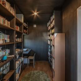 「垂坂山の家」デッキコートとつながる家 (2階の書斎)