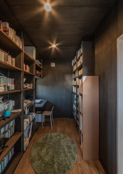 2階の書斎 (「垂坂山の家」デッキコートとつながる家)