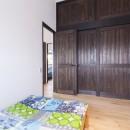 アレルギー反応を持つ子供が住むための和モダン住宅/美しい空気の家の写真 寝室