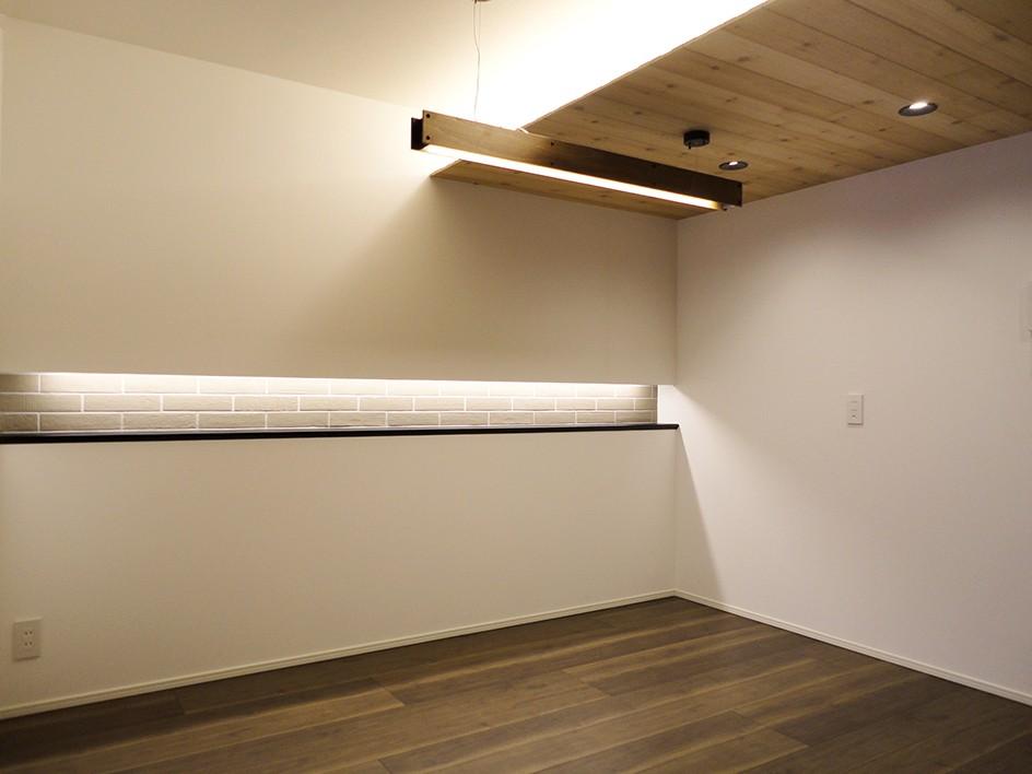 柔らかな灯りの間接照明 (ダイニング)