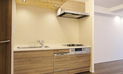 柔らかな灯りの間接照明 (キッチン)