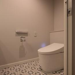Y邸 (ポルトガルタイルが印象的な床)