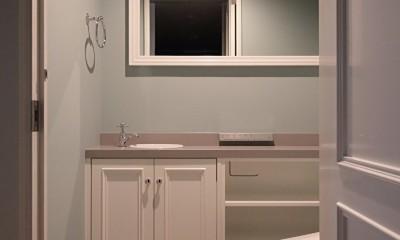 Y邸 (落ち着いたグリーンの壁紙が可愛いトイレ)