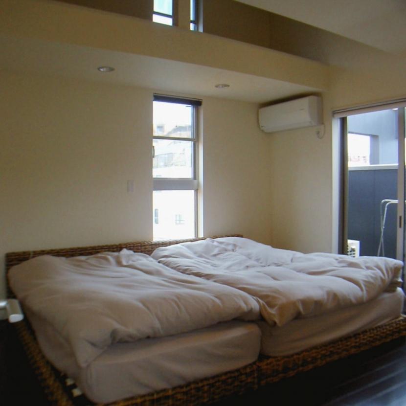 S House (寝室)