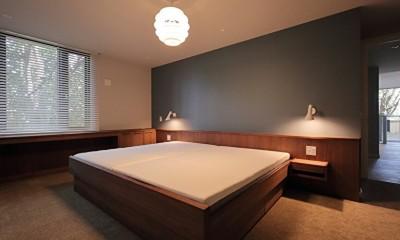 Y邸 (ベッド下にはシーツや毛布を入れる収納付き)