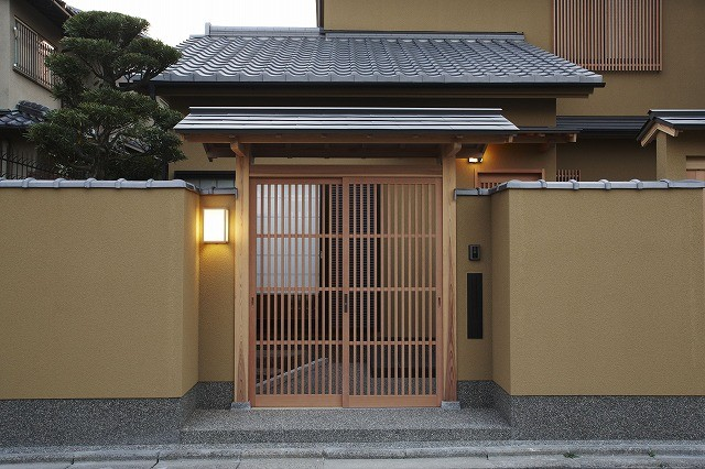 「 I 邸」 (門)