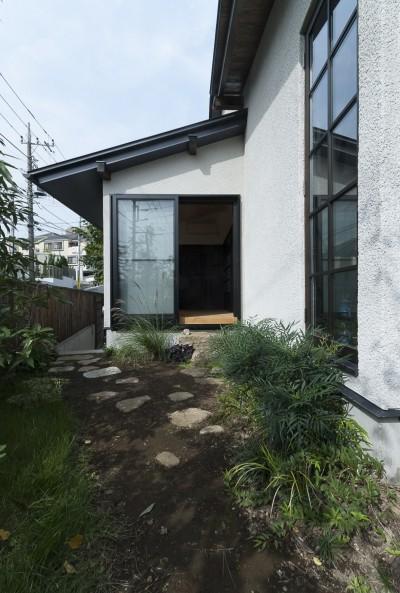 【和モダン住宅】主庭 (アレルギー反応を持つ子供が住むための和モダン住宅/美しい空気の家)