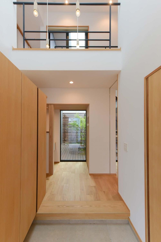 埼玉県北鴻巣の家 (吹き抜けのある玄関)
