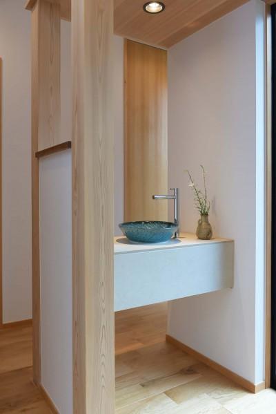 玄関前手洗い (埼玉県北鴻巣の家)