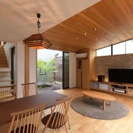 埼玉県北鴻巣の家 (中庭につながるリビングダイニング)