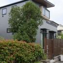 埼玉県北鴻巣の家の写真 南側に面した通路から外観を見る