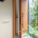 埼玉県北鴻巣の家の写真 引き戸の玄関ドア