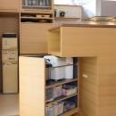 埼玉県北鴻巣の家の写真 可動するキッチン収納