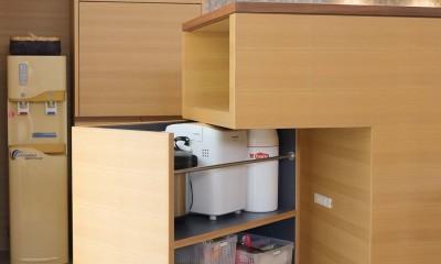 埼玉県北鴻巣の家 (可動するキッチン収納)