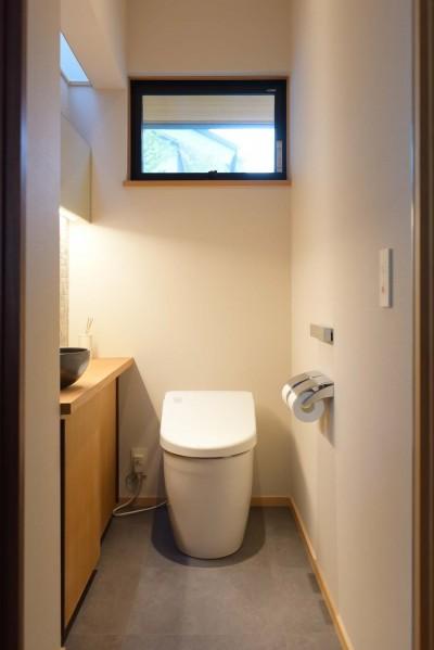 収納のあるトイレ (埼玉県北鴻巣の家)