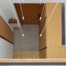 埼玉県北鴻巣の家の写真 2階廊下から玄関を見下ろす