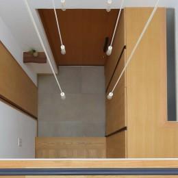 埼玉県北鴻巣の家 (2階廊下から玄関を見下ろす)