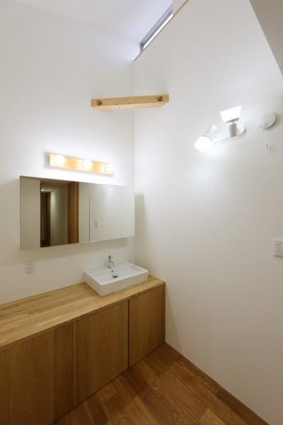 洗面所 (どこでも寛げるセカンドリビングのある二世帯住宅。)