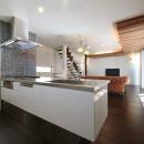 こだわりの家具や雑貨の世界観を楽しめる家の写真 キッチン