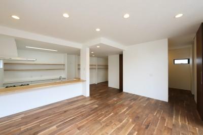キッチンから空が見える癒し空間のある家。 (リビング/ダイニング)
