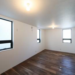 キッチンから空が見える癒し空間のある家。 (洋室)