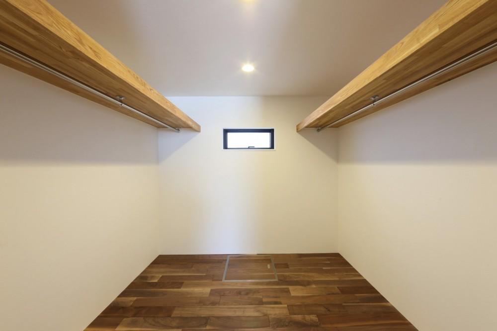 キッチンから空が見える癒し空間のある家。 (ウォークインクローゼット)