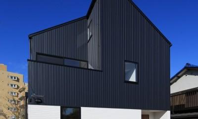 シンプルな顔にもデザイン性を重視した家。