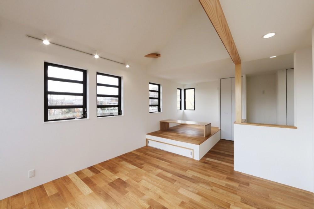 シンプルな顔にもデザイン性を重視した家。 (リビング/ダイニング)